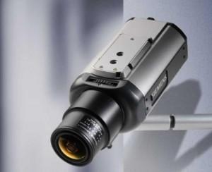 Câmera de segurança instalada na parede