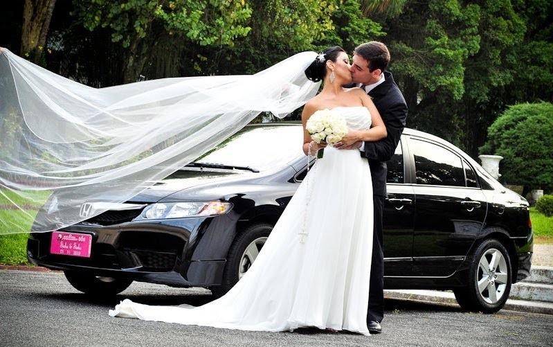 carro e noivos