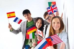 Faça um curso de inglês no exterior e use esse idioma no cotidiano, treinando-o em vários lugares e situações!