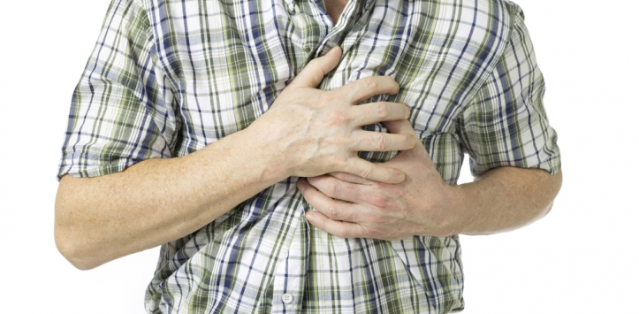 Angina de peito causa dor no peito